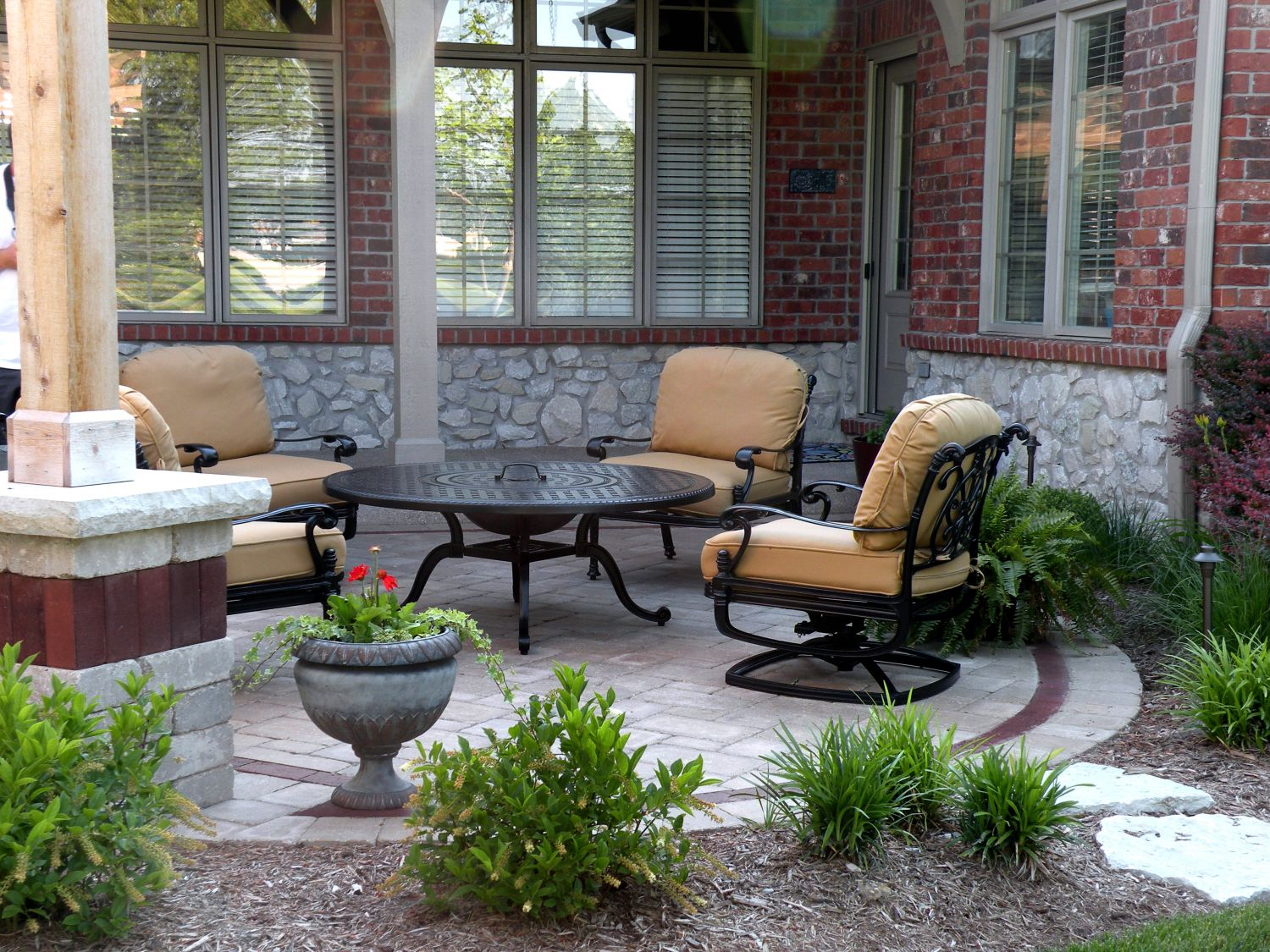 Mesquite TX Professional Landscapers & Outdoor Living Designs Home Page Image-We offer Landscape Design, Outdoor Patios & Pergolas, Outdoor Living Spaces, Stonescapes, Residential & Commercial Landscaping, Irrigation Installation & Repairs, Drainage Systems, Landscape Lighting, Outdoor Living Spaces, Tree Service, Lawn Service, and more.